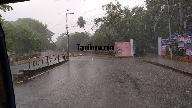 Chennai rain photo 01 near nungambakkam railway station 511