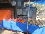 Vendor selling fruits at koyambedu fruits market 811