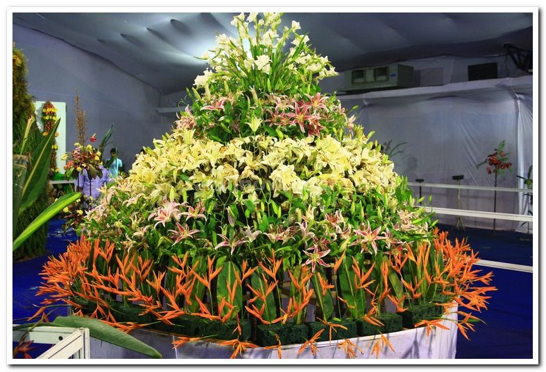Cake made of flowers