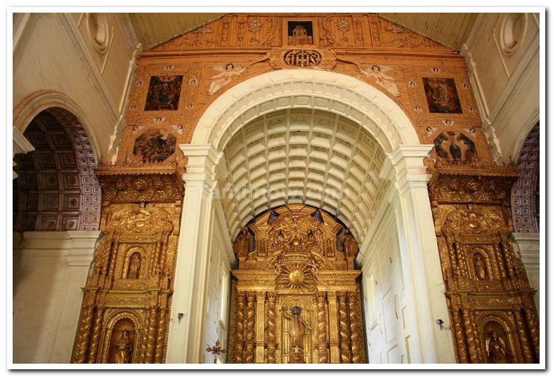 Basilica of BOM Jesus Altar