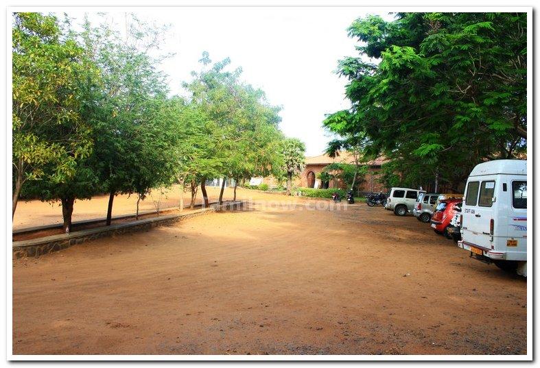 Car parking at dakshina chitra