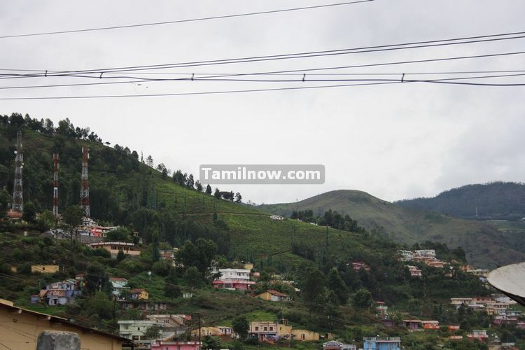 ooty houses from the road rh tamilnow com ooty houses photos ooty homestay list