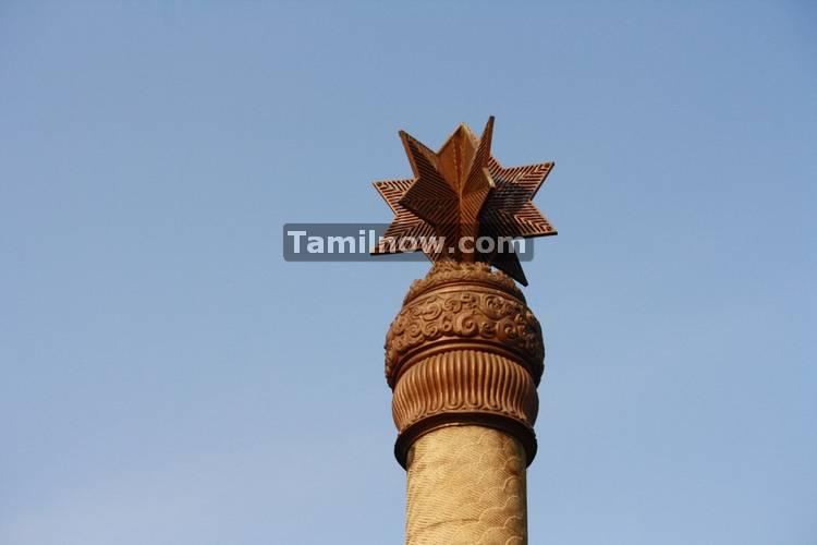 Pillars at rajiv gandhi memorial 1