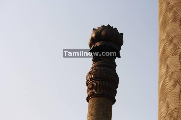 Pillars at rajiv gandhi memorial 6