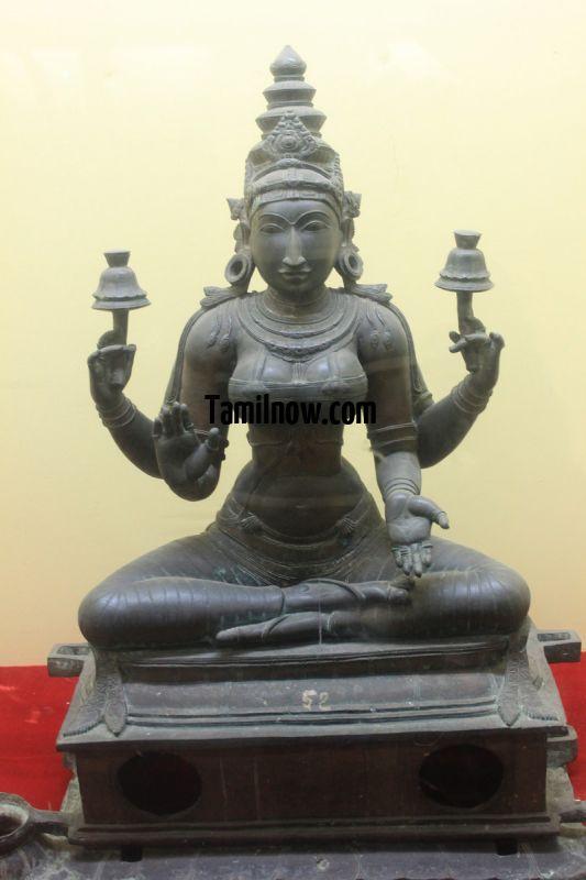 Bronze idols on display at thanjavur museum 4 672