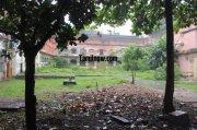Tanjavur maratha palace courtyard 390