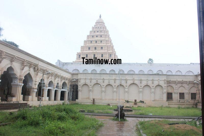 Thanjavur palace courtyard 648