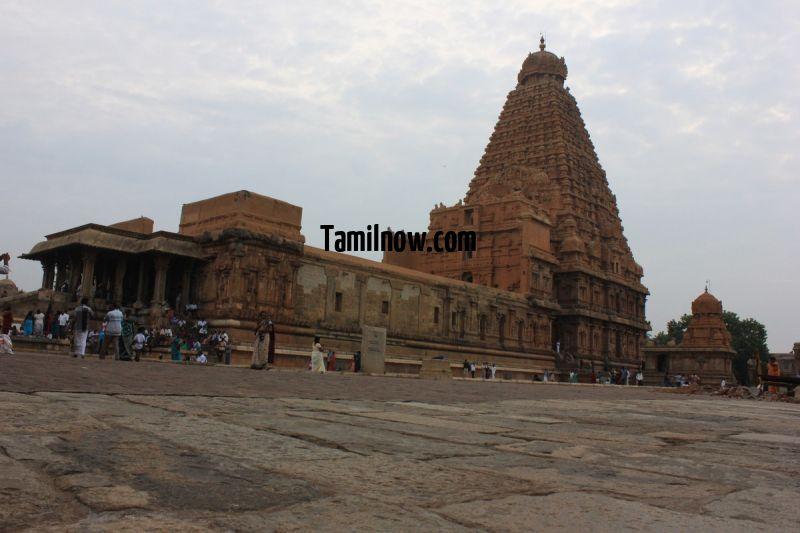 Brihadeeswarar temple thanjavur big tower 38