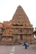 Devotees amazed at the tall temple tower of thanjavur periya kovil 123