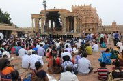 People watching bharatanatyam at brihadeeswarar temple thanjavur 232