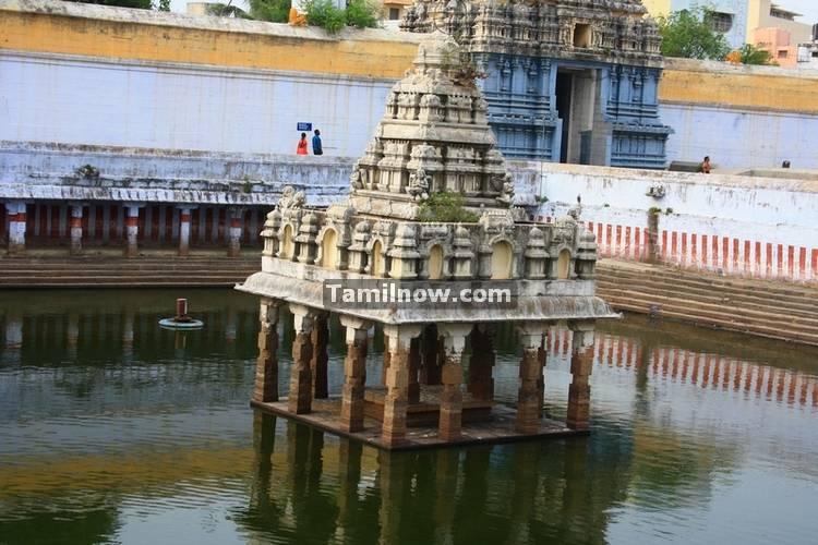 Kamatchi amman temple tank 1