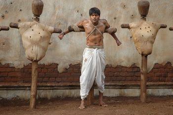 http://www.tamilnow.com/movie/images/madharasapattinam.jpg