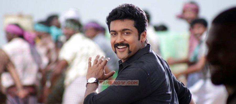 Actor Surya 3465