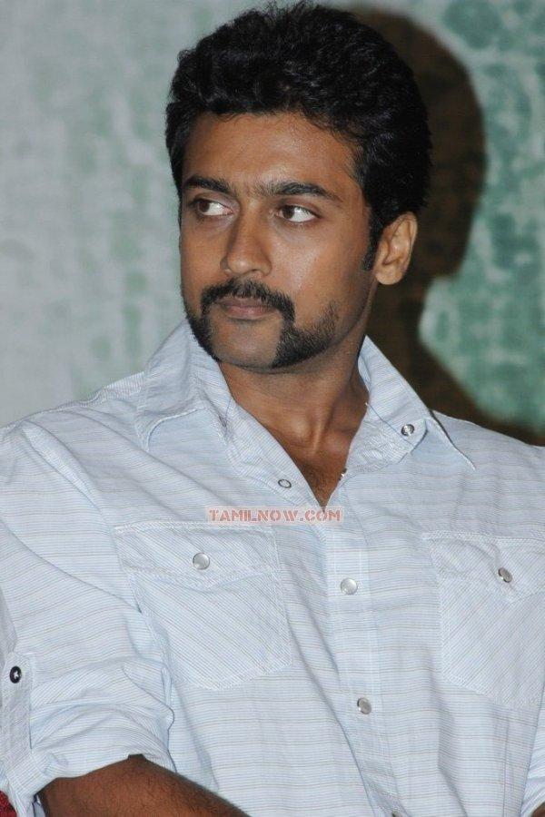 Actor Surya 5849