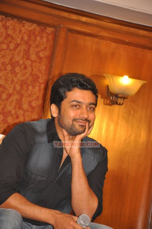 Actor Surya 8574