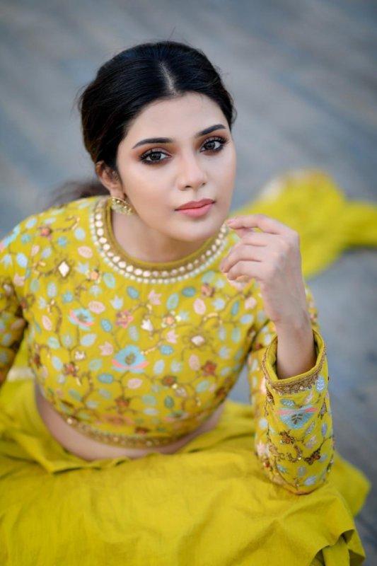 Latest Wallpaper Cinema Actress Aathmika 5092