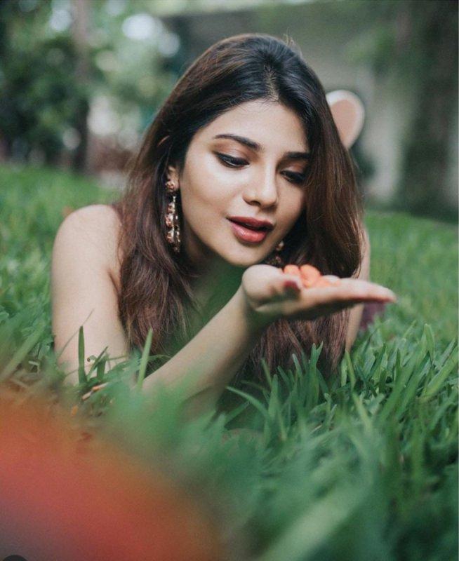 Latest Wallpapers Cinema Actress Aathmika 3403