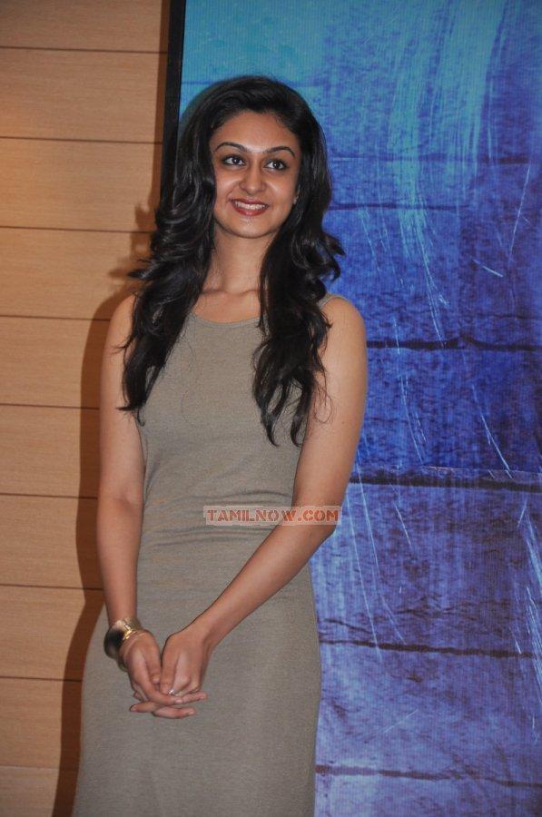 Tamil Actress Aishwarya Arjun Photos 7754