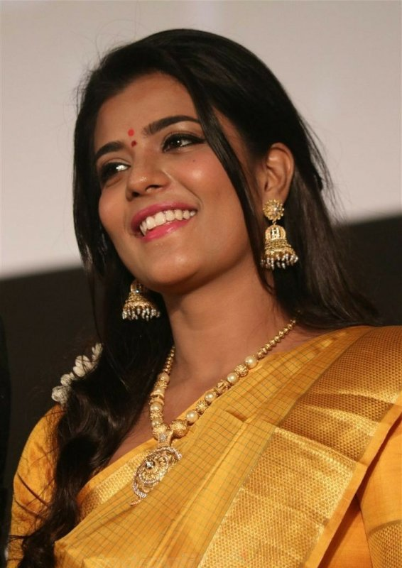 Tamil Movie Actress Aishwarya Rajesh Apr 2020 Album 452