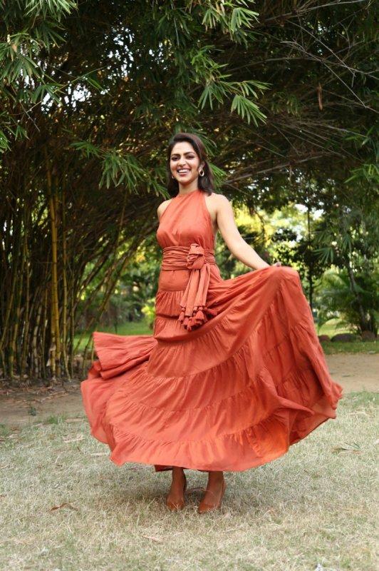 Amala Paul Actress Wallpaper 7559