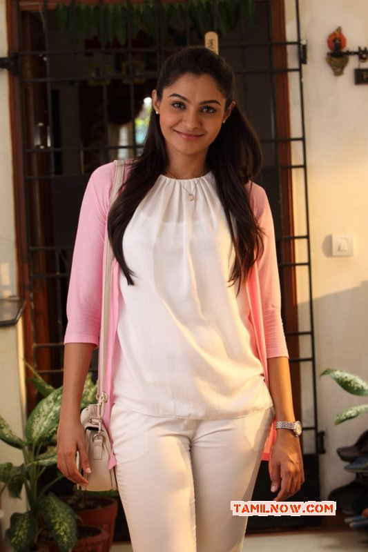 Indian Actress Andrea Jeremiah Latest Pics 3424