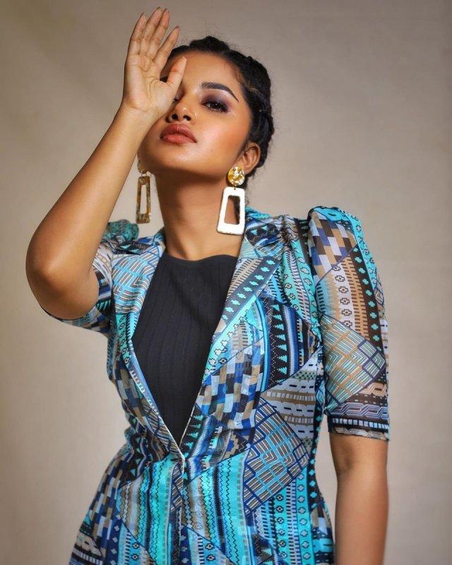 Album South Actress Anupama 8176