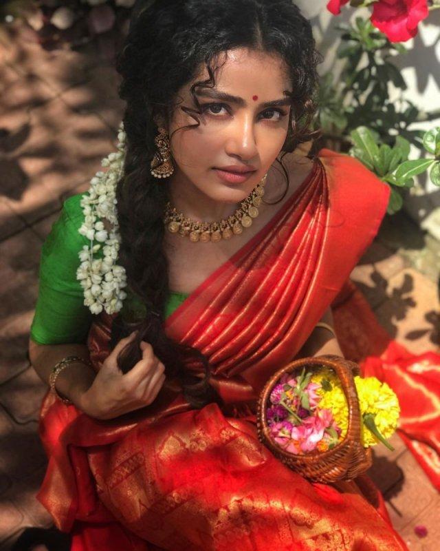 Cinema Actress Anupama New Albums 1008