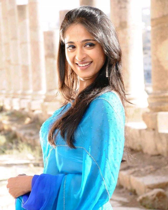 South Actress Anushka Shetty New Stills 9765
