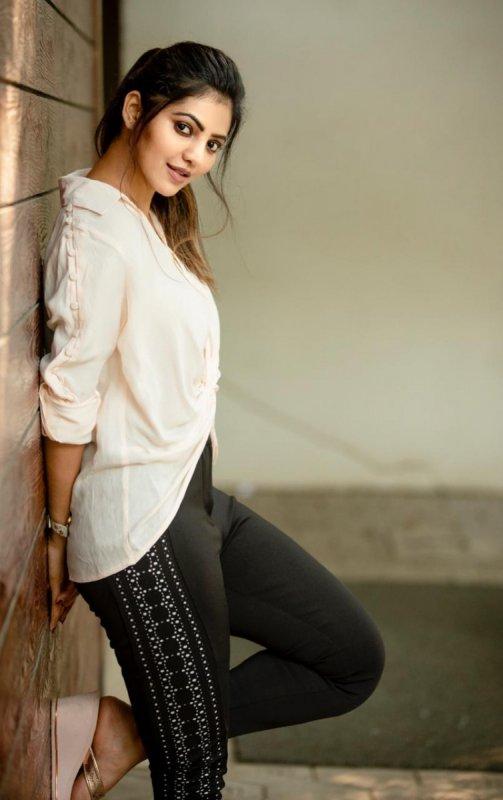2020 Wallpapers Indian Actress Athulya Ravi 1500