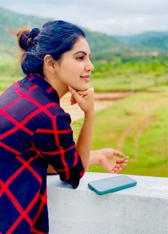 Recent Stills South Actress Athulya Ravi 3570
