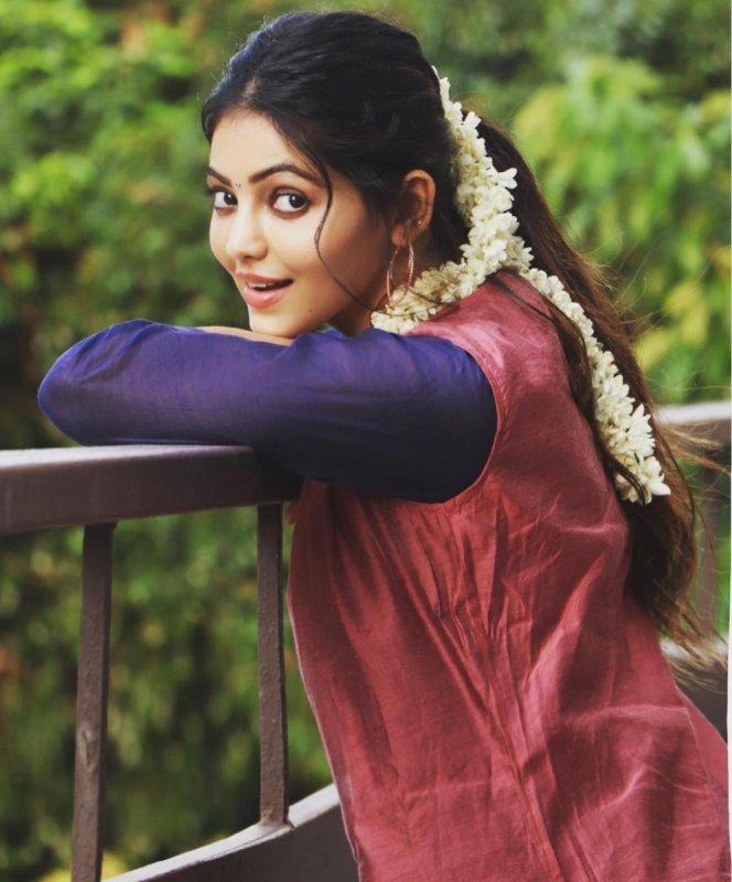 South Actress Athulya Ravi 2020 Wallpaper 5657