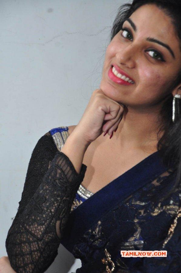 Cinema Actress Avantika Mohan New Wallpaper 2605