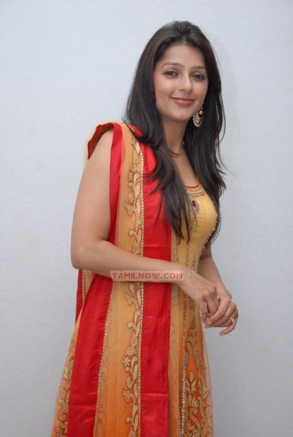 Tamil Actress Bhumika Chawla Photos 6825