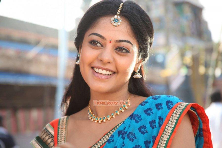 Actress Bindu Madhavi Photos 8431