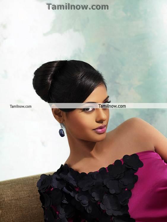 Bindu Madhavi Photo 1