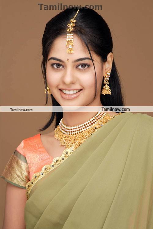 Bindu Madhavi Photo 6