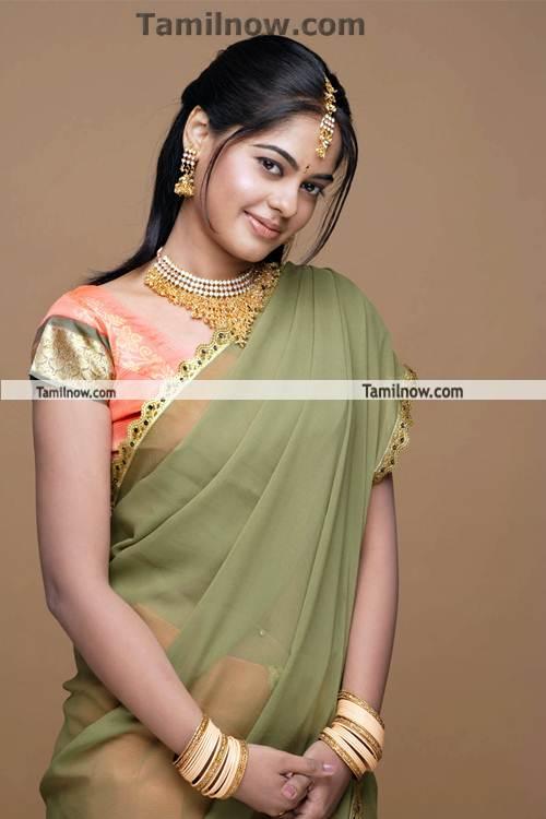 Bindu Madhavi Photo 7