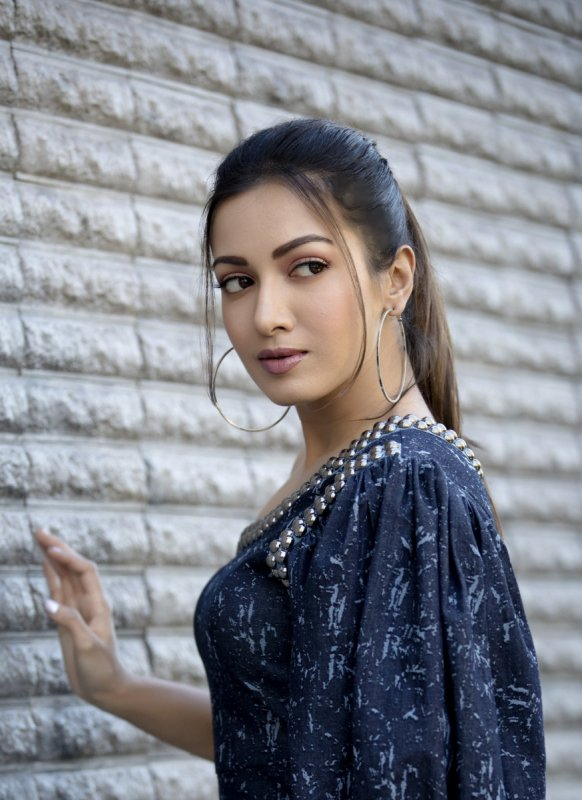 Tamil Actress Catherine Tresa Latest Wallpapers 1423