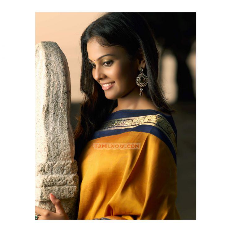 Tamil Actress Chandini Stills 9670