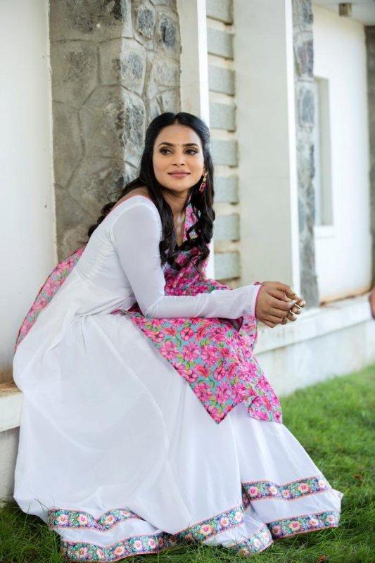 Deevraa Indian Actress Still 3298