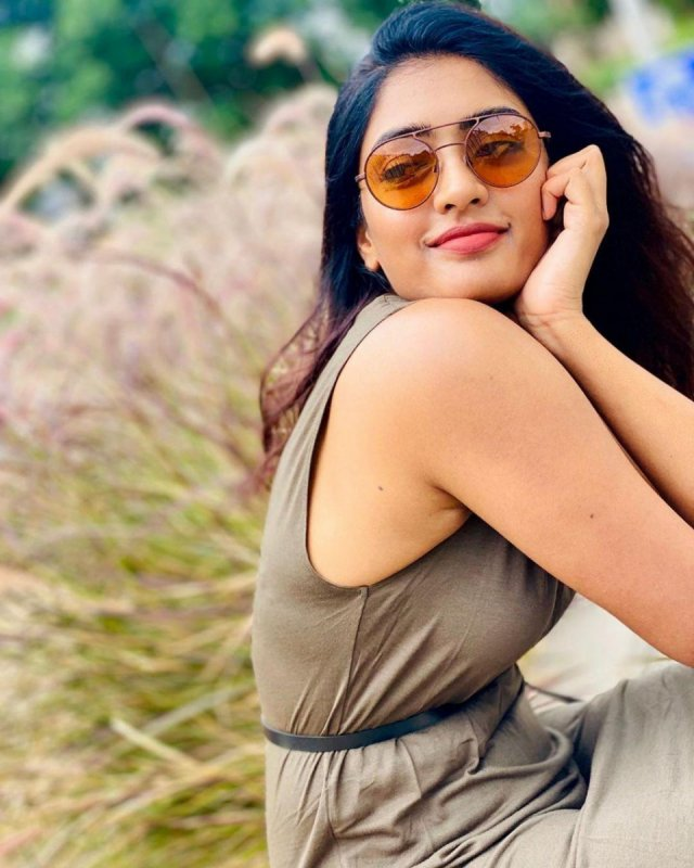 Film Actress Eesha Rebba Photos 5078