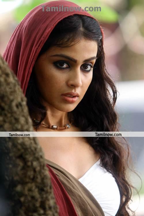 actress genelia in urumi   tamil actress genelia photos