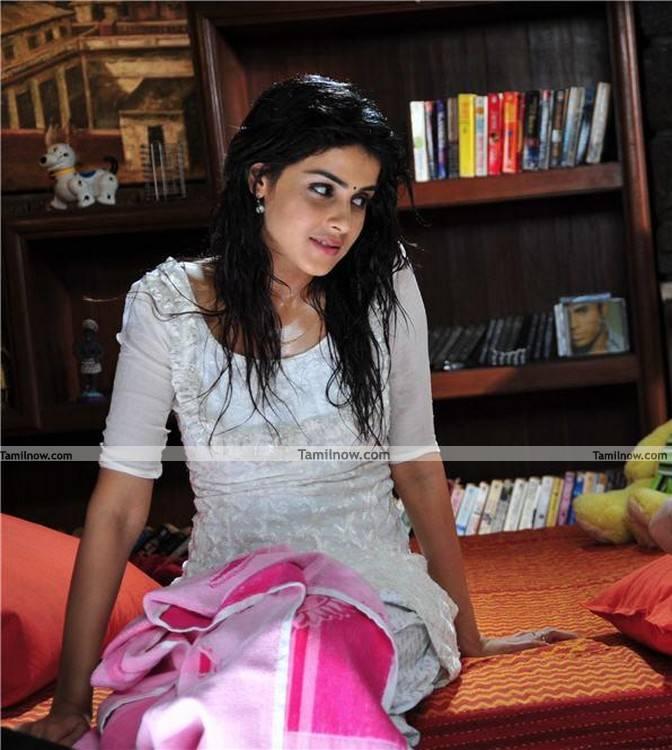 genelia d souza still 10   tamil actress genelia photos