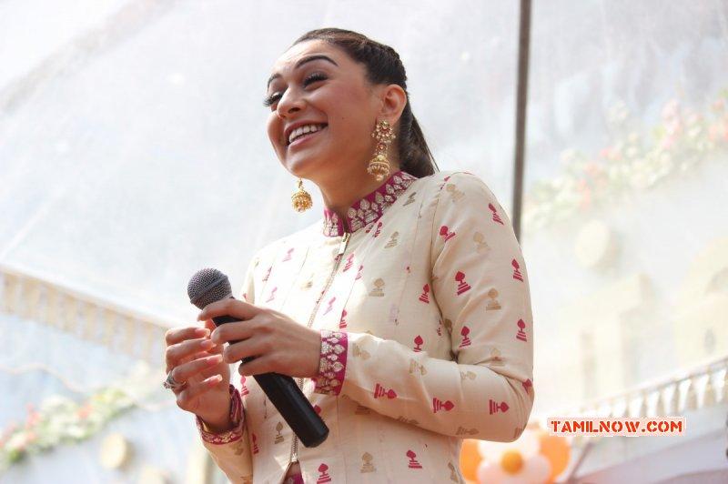 Actress Latest Pic Hansika Saravana Stores Padi Launch 751