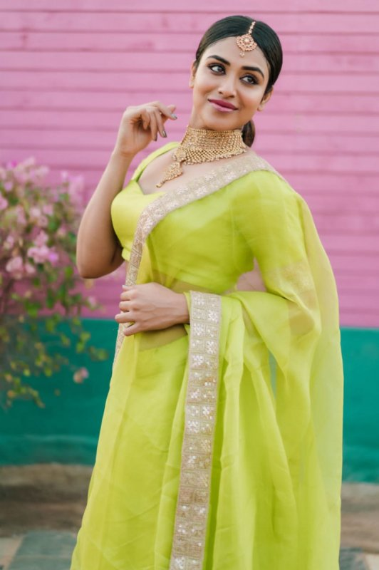 Indhuja Heroine May 2020 Picture 2405