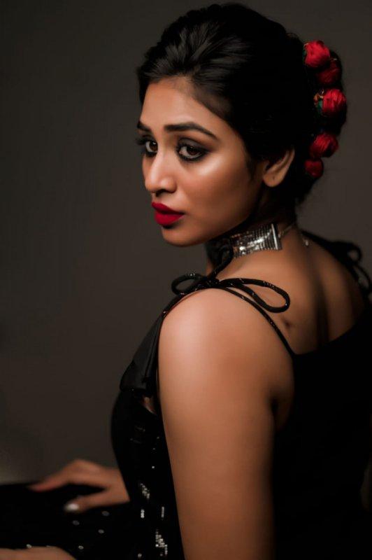 New Pics Movie Actress Indhuja 7015