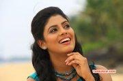 Iniya Tamil Heroine Stills 9879