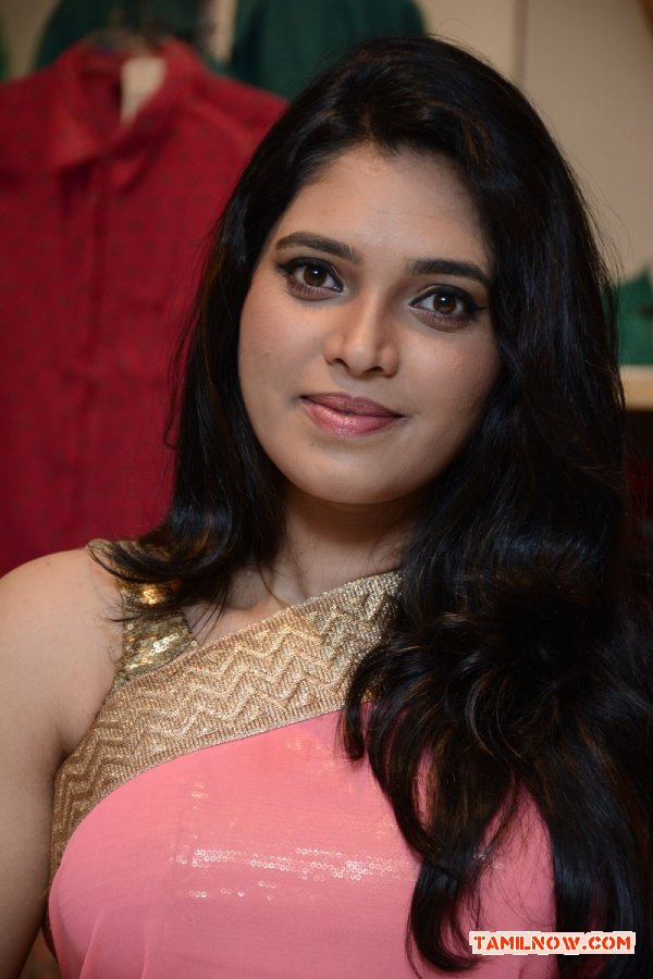 Tamil Actress Ishara Photos 2283