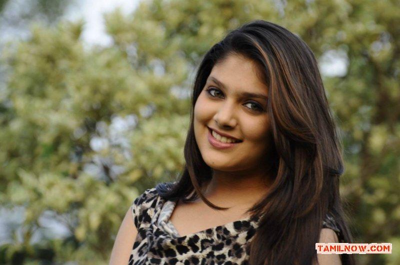 Actress Ishita Stills 3924