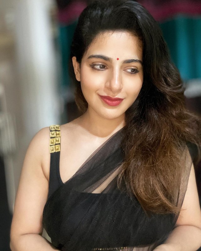 2020 Pics Tamil Heroine Iswarya Menon 2030